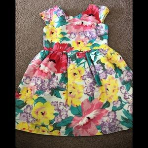 Super cute and floral print dress.